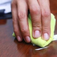 Undgå skænderi i ferien: Sådan fjerner du de grimme mærker